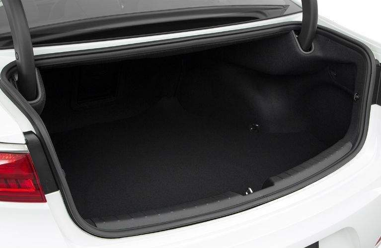 open trunk of the 2018 Kia Cadenza empty