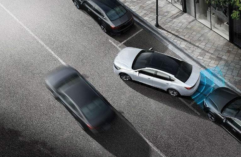 overhead view of the 2018 Kia Cadenza parallel parking