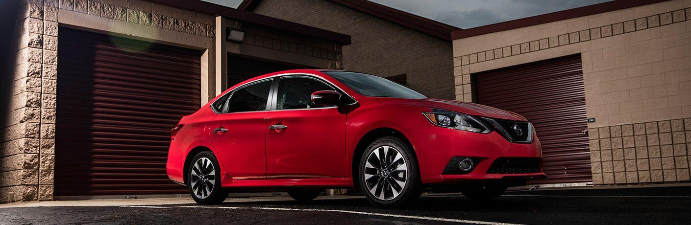 Nissan Sentra rojo