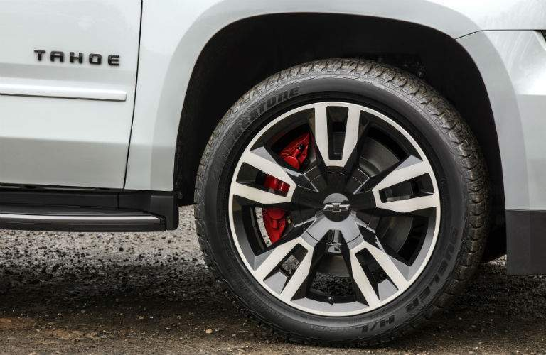 Close up of the tire, wheel well and badging on the 2018 Chevrolet Tahoe