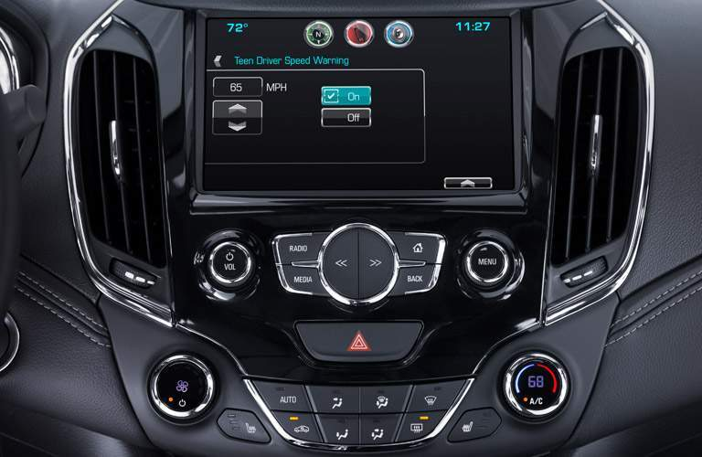 2017 Chevy Cruze center display