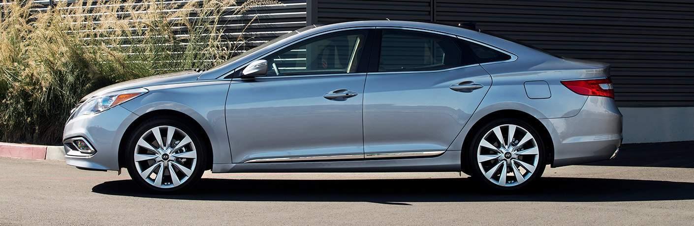 Hyundai Azera exterior in grey side profile