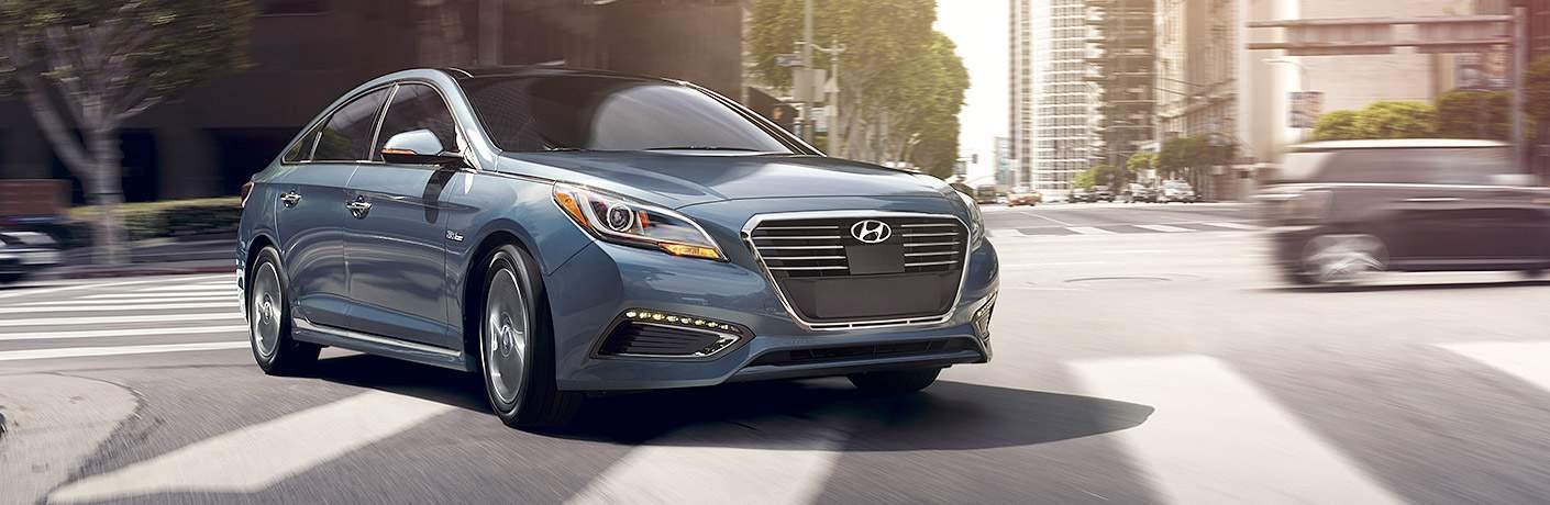 Hyundai Sonata Hybrid turning the corner on a city street