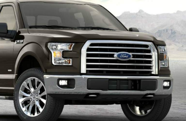 2017 Ford F-150 SuperCab front grille and headlights