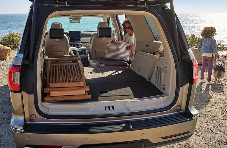 2019 Lincoln Navigator cargo space