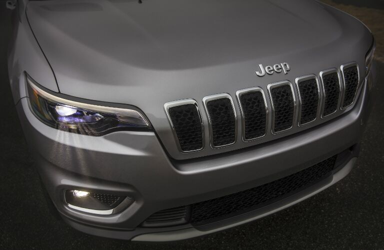 2019 Jeep Cherokee front headlights and grille