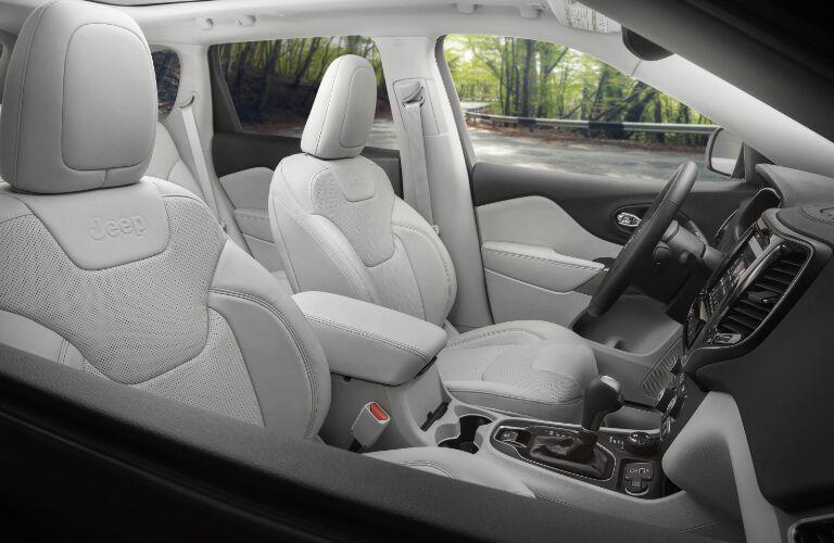 2019 Jeep Cherokee front interior seats