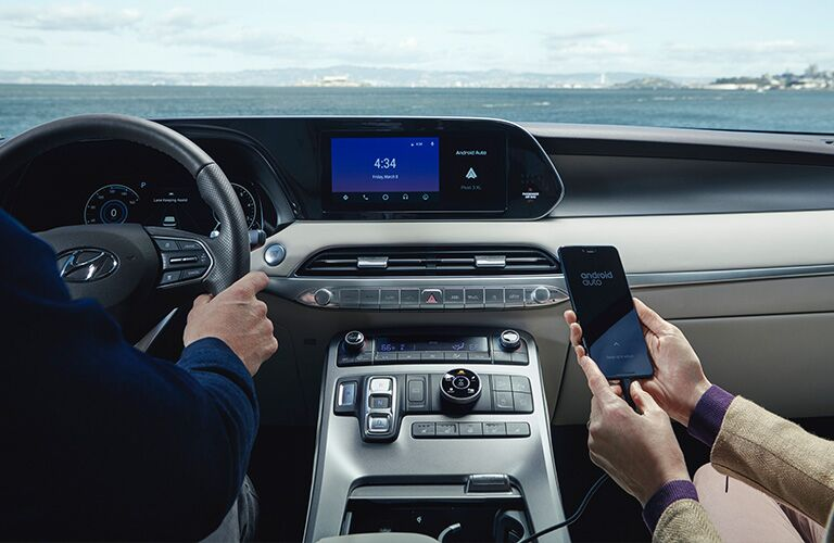 Passenger connecting their smartphone in the 2020 Hyundai Palisade