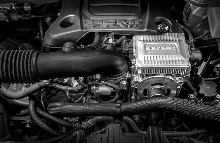 clsoe up of 2019 ram 1500 5.7-liter HEMI v8 engine