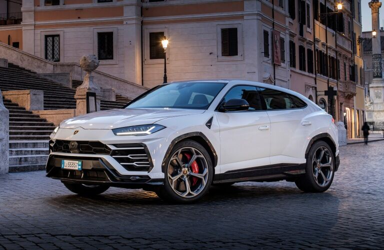 Lamborghini Urus white side view