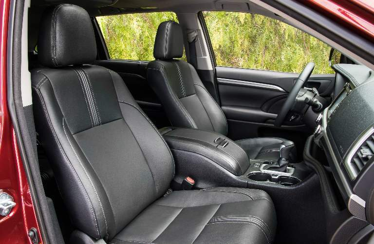 Black 2018 Toyota Highlander Front Seat Interior
