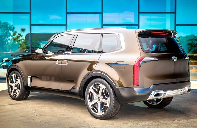 Rear side view of a 2020 Kia Telluride on display