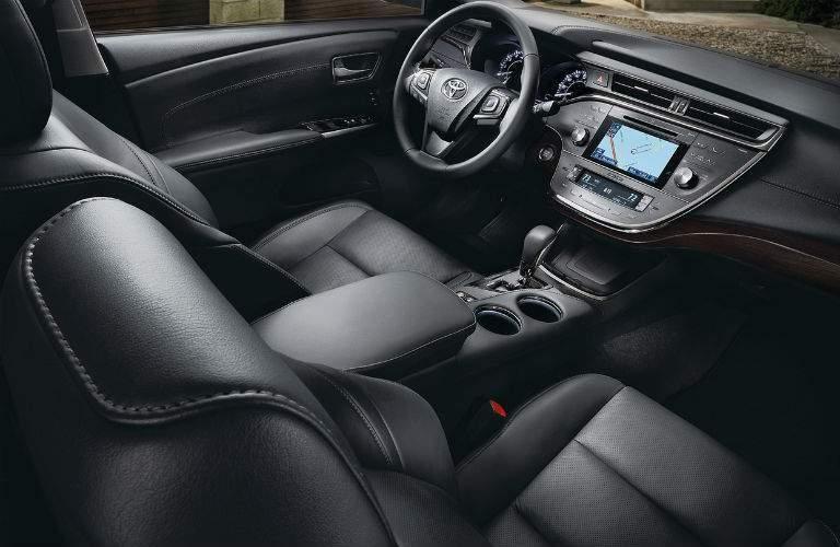 spacious black front seats of the 2018 Toyota Avalon