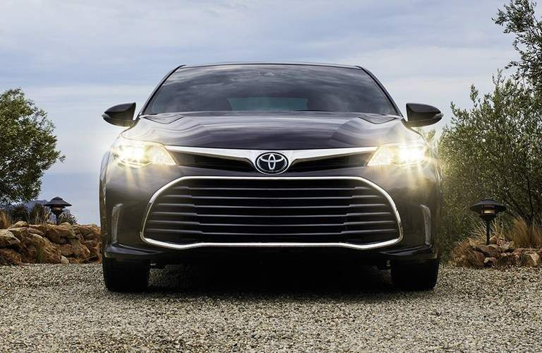 front view of a black 2018 Toyota Avalon