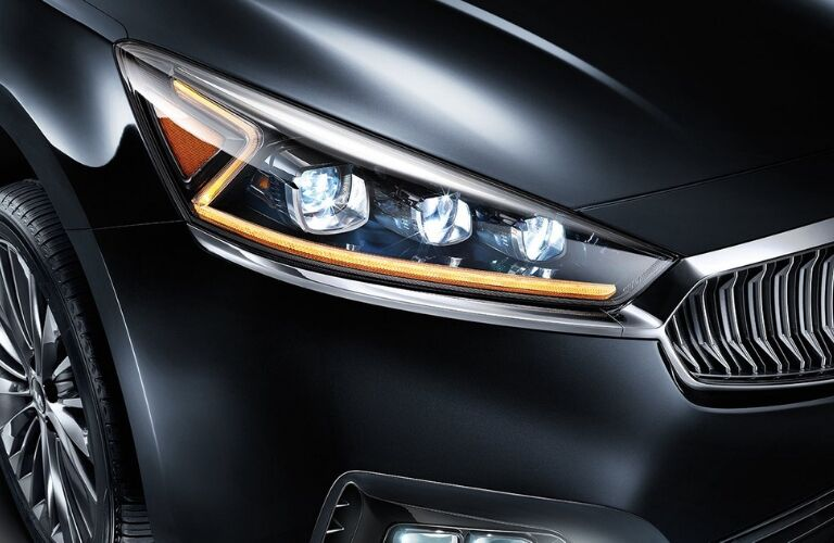 Closeup exterior view of the front headlight on a gray 2019 Kia Cadenza