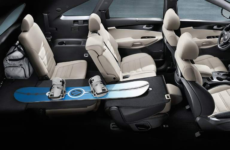 Interior seating and cargo space in the 2018 Kia Sorento