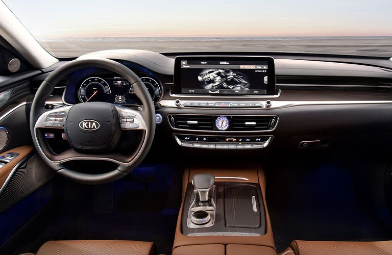 2020 Kia K900 dashboard and steering wheel