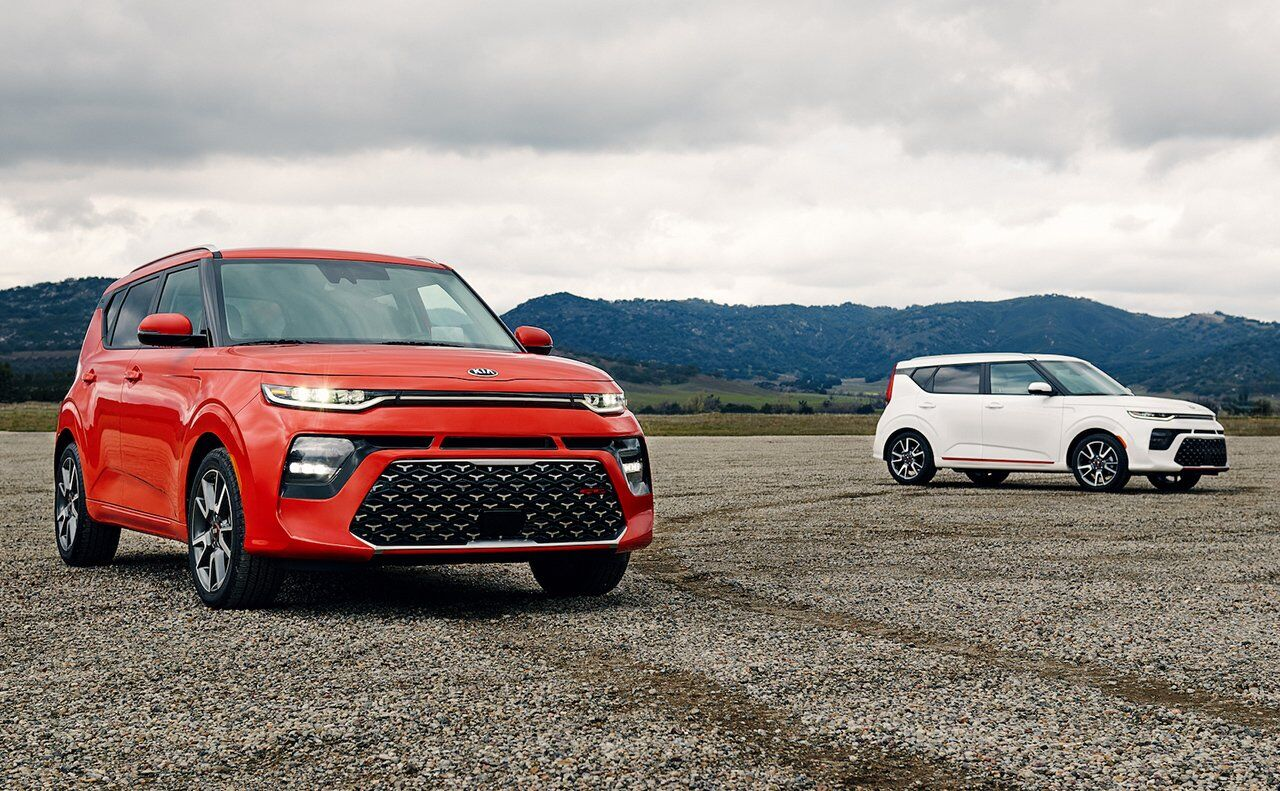 2 2020 Kia Soul SUV's in Red and White