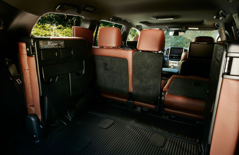 A photo showing one of the interior configurations of the 2018 Land Cruiser.