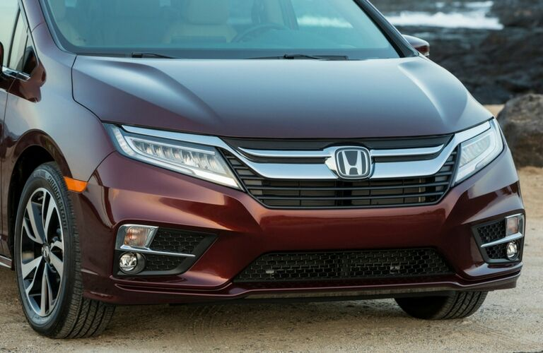 closeup view of 2019 Honda Odyssey grille and headlights
