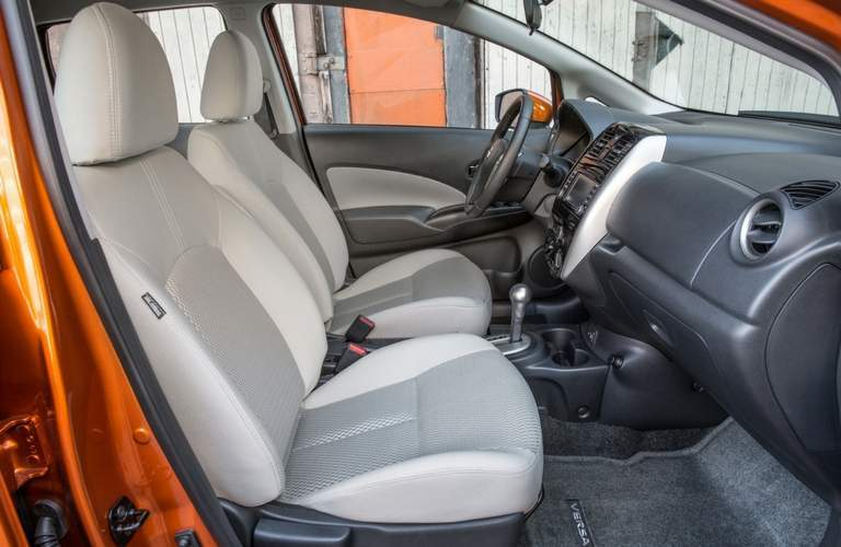 side view of front seats in nissan versa