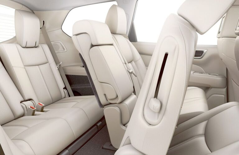white seats inside nissan pathfinder