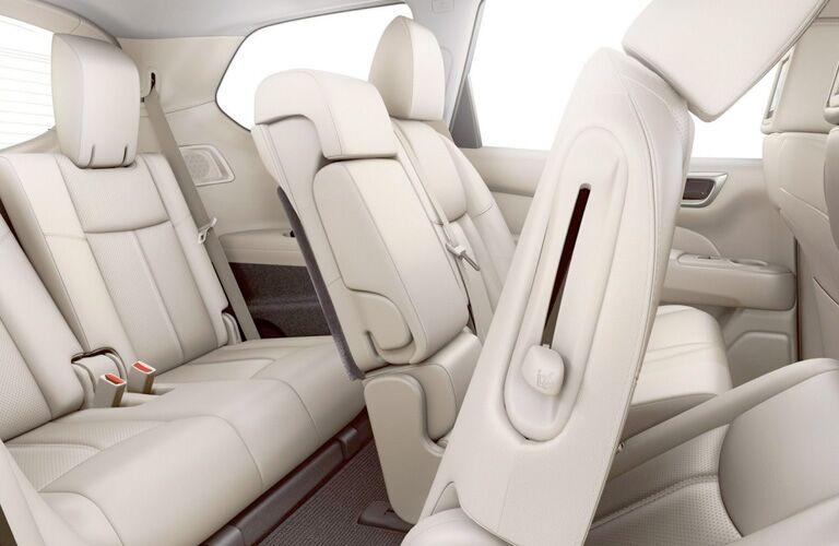 white seats inside nissan pathfinder