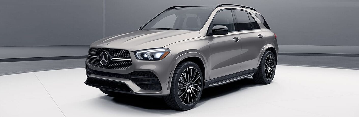 2020 Mercedes-Benz GLE SUV grey paint parked in a concept room showing front bumper and driver side doors