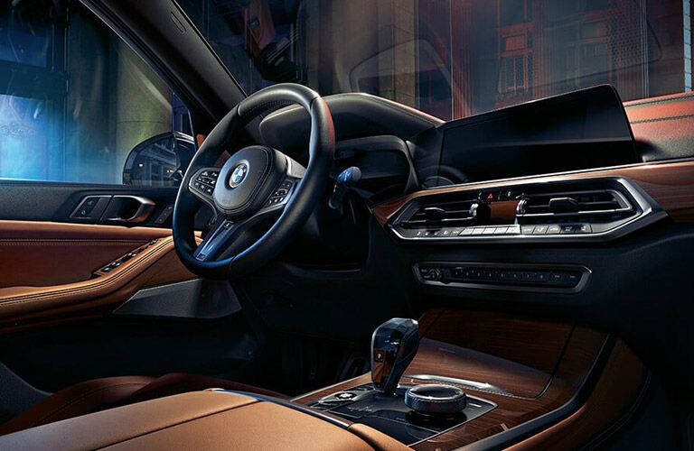 Dashboard and steering wheel of the 2019 BMW X5