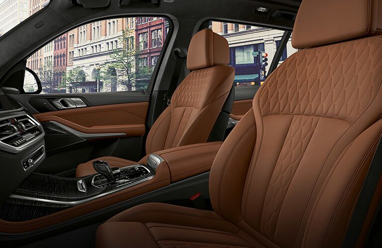 Front seats of the 2019 BMW X7