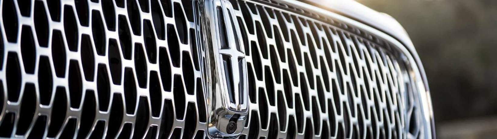 Close up of the grille of the 2019 Lincoln Nautilus