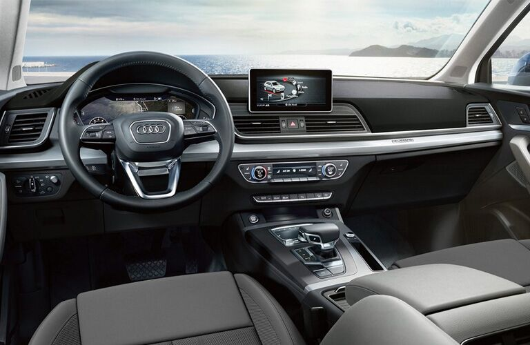 Steering wheel and touchscreen of 2019 Audi Q5