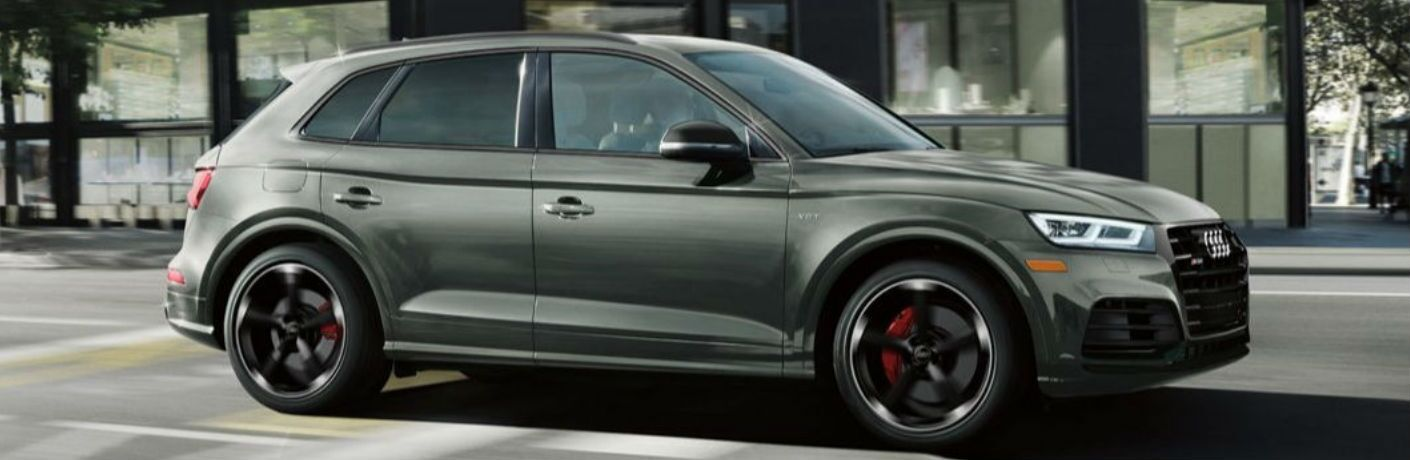 2019 Audi SQ5 sideview in green