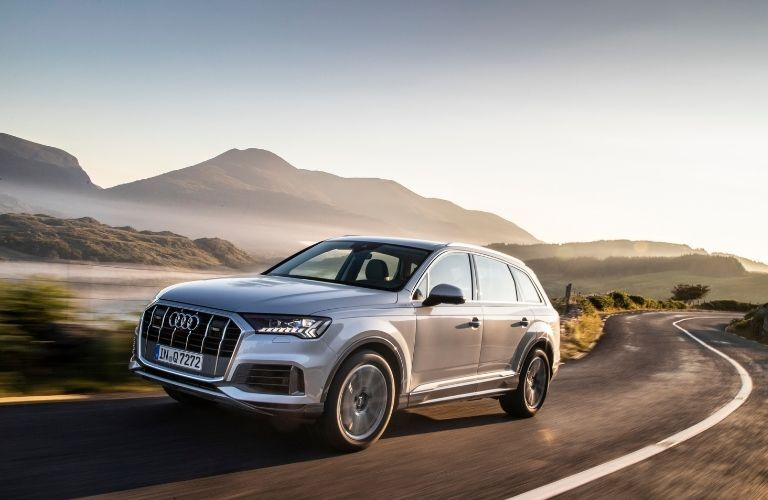 2020 Q7 driving on windy road