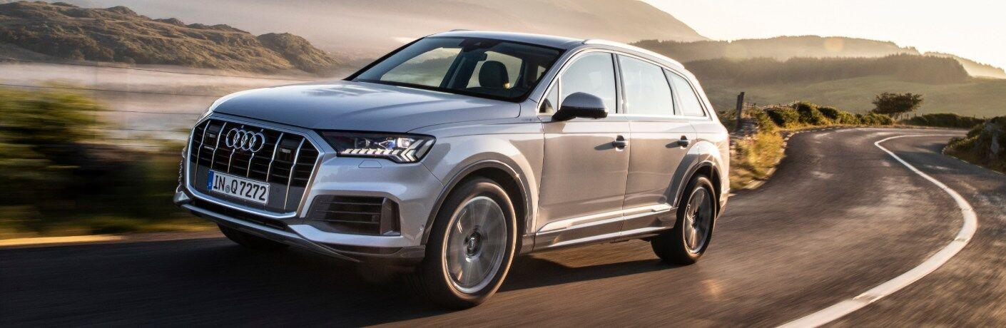 2020 Q7 driving down desert road