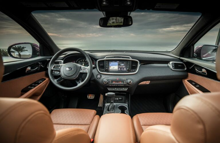 Front dash and seats of the 2019 Kia Sorento