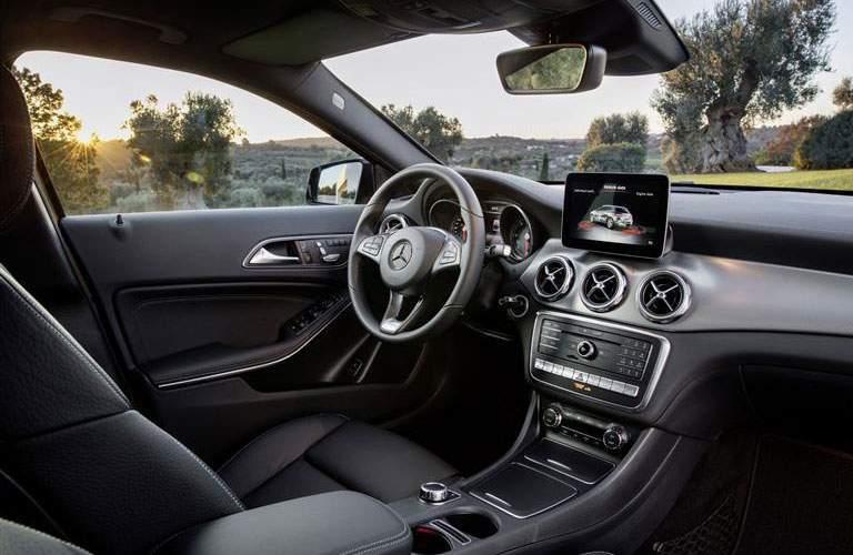 2018 Mercedes-Benz GLA front interior side view