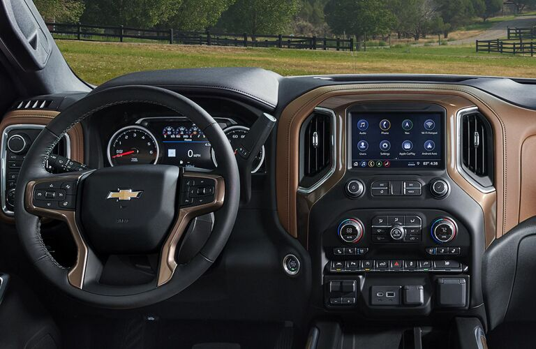2020 Chevrolet silverado 1500 interior brown dashboard showing steering wheel and dashboard with screen on