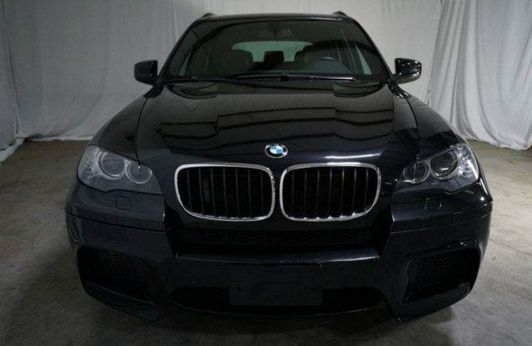 2010 BMW X5 M Base in black front view