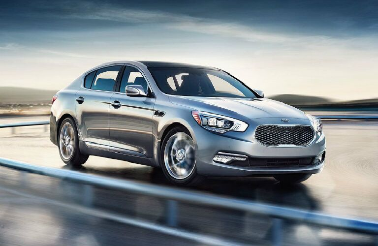 Kia K900 exterior silver spinning wheels while turning for sale in schenectady new york