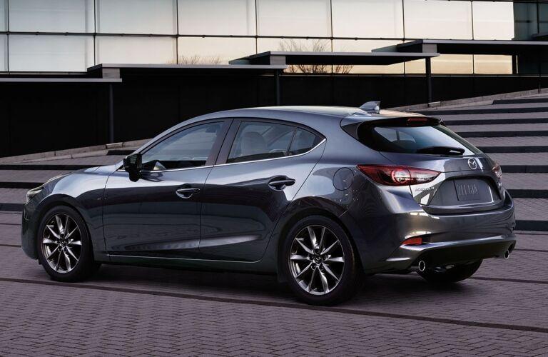 Mazda3 5 Door >> 2018 Mazda3 4 Door Vs 2018 Mazda3 5 Door