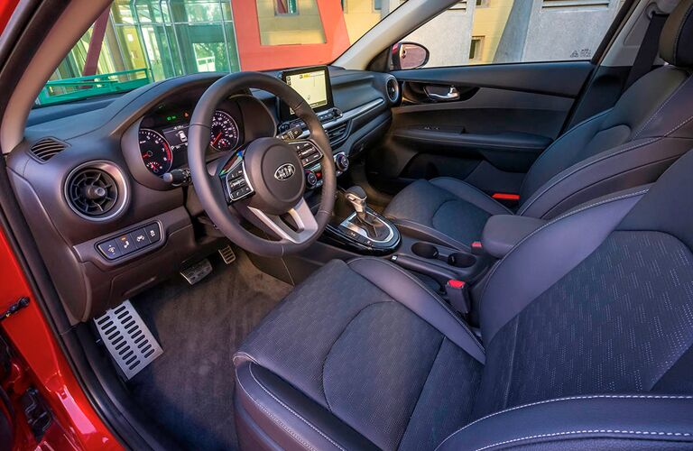 2019 Kia Forte dash and wheel