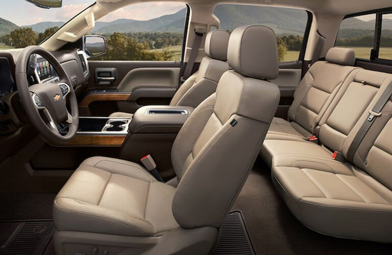 side view of the interior seats of the 2018 Chevy Silverado 2500HD