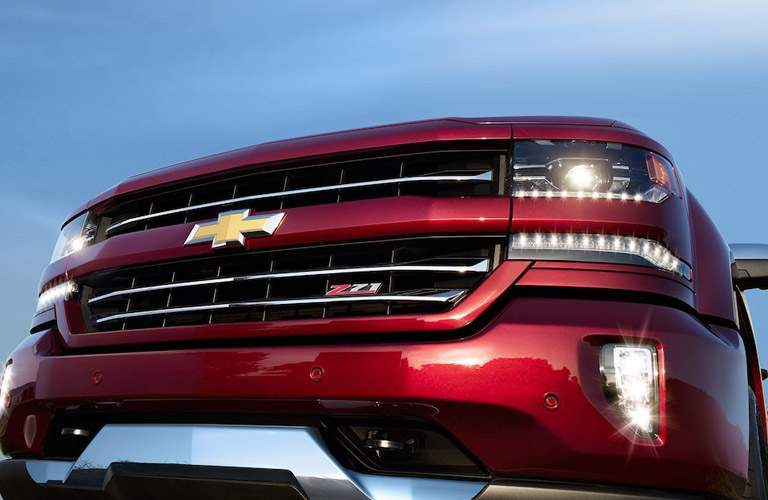 close-up grille view of the 2018 Chevrolet Silverado 1500