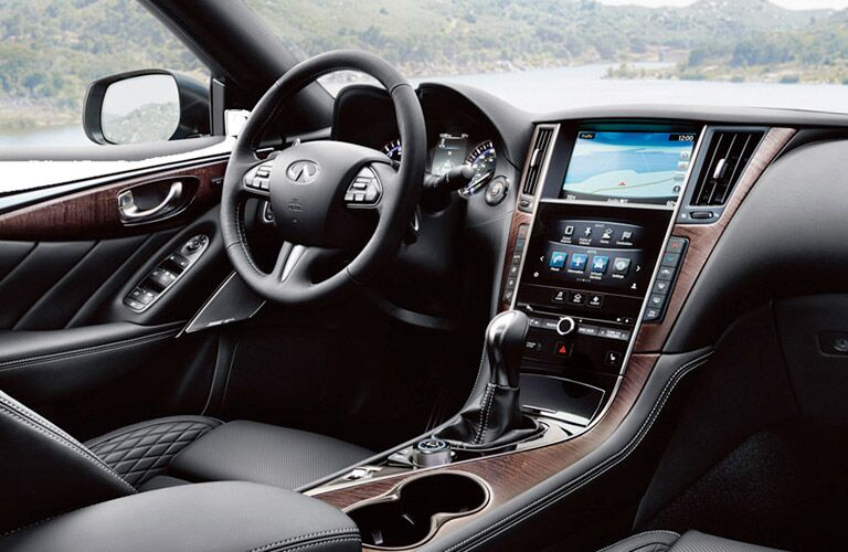 2017 INFINITI Q50 steering wheel and infotainment screen