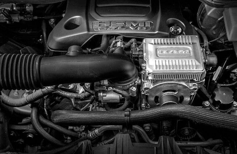 A look under the hood at the 5.7L HEMI engine of the 2019 Ram 1500