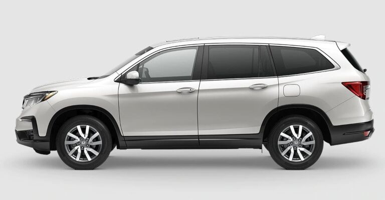 2019 Honda Pilot EX-L white side view
