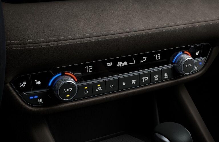 2019 Mazda6 dual-zone automatic climate control