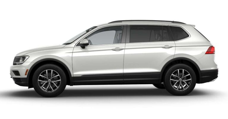 2019 Volkswagen Tiguan SE white side view