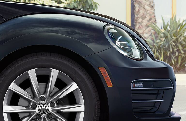 front right wheel on black volkswagen beetle convertible